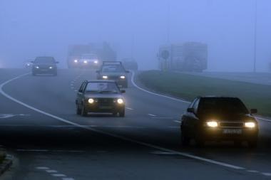 Kelininkai perspėja vairuotojus: Žemaitijoje tvyro rūkas