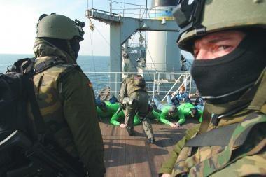 Lietuva prisijungia prie ES karinės operacijos prieš piratavimą