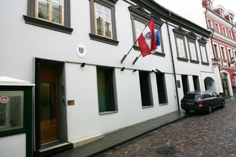 Prie Austrijos ambasados rengiama protesto akcija