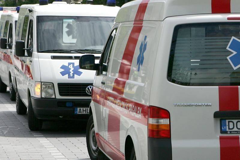Vilniuje nuo kelio nulėkė mašina, sužalota keleivė