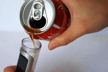 """Koncepcinis telefonas veikia su """"Coca Cola"""""""