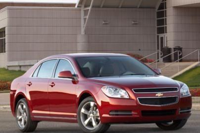 Amerikiečiai pradėjo pirkti mažesnius automobilius