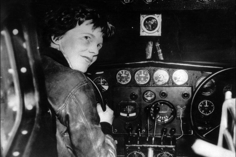 H.Clinton gilinasi į aviatorės A.Earhart paslaptį
