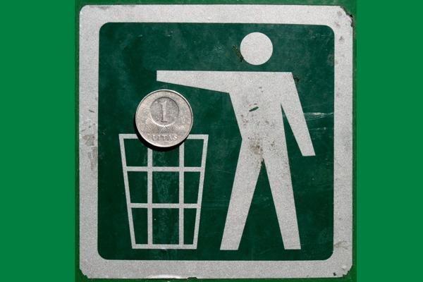 Rūšiuodami atliekas prekybos centrai rizikuoja higiena