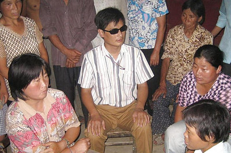 Pareigūnai ėmėsi represijų prieš neregio disidento artimuosius