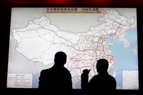 Investuotojai nerimauja dėl Kinijos ketinimo griežtinti piniginę-kreditinę politiką