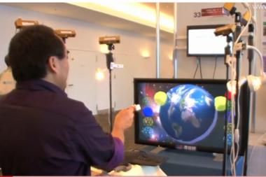 Japonijoje sukurta sistema, leidžianti liesti ir perkelti objektus ekrane