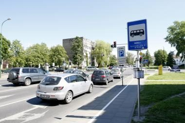 Stotelė Pilies gatvėje: vairuotojai pyksta, keleiviai džiaugiasi