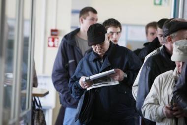 Dirbančius oficialius bedarbius siūloma bausti piniginėmis baudomis