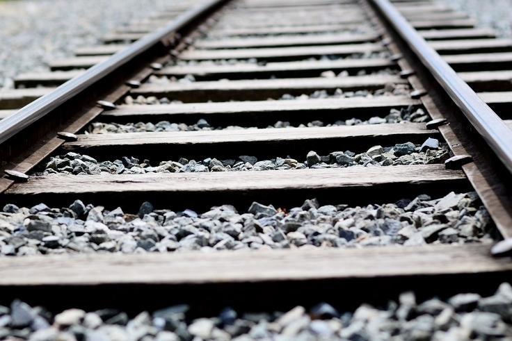Šiauliuose traukinys naktį suvažinėjo jauną vyrą