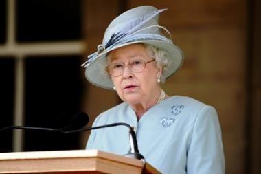 Karalienė šildytis norėjo už skurstančiųjų pinigus