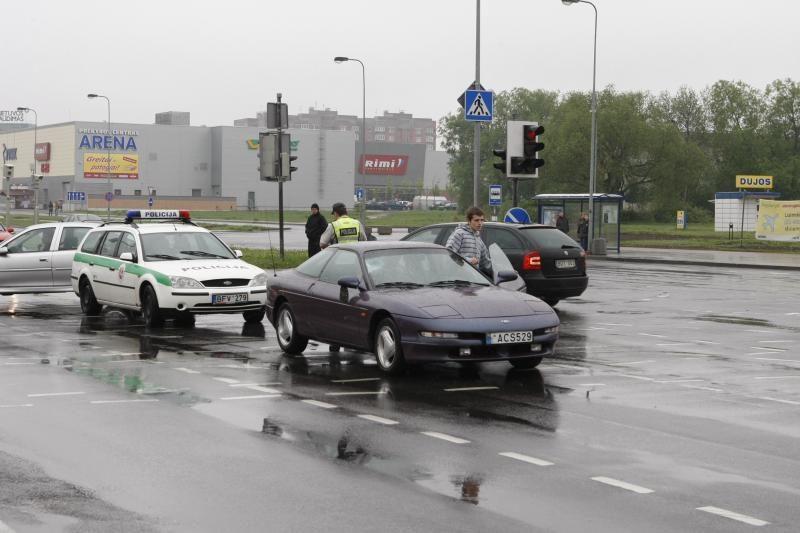 Neveikiantis šviesoforas įsižiebė tik po avarijos
