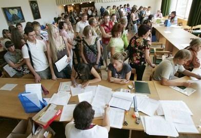 Nerimsta aistros dėl studijų įmokų