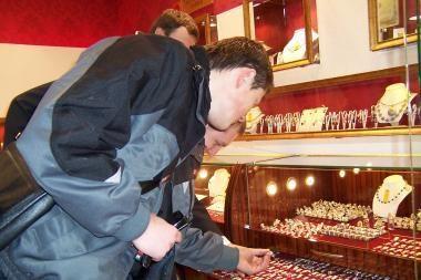 Apiplėšta juvelyrikos parduotuvė, nuostoliai 180 tūkst. litų