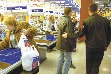 Sumuštas parduotuvės apsaugininkas