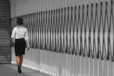 Lietuvoje privačiame sektoriuje moterys uždirba penktadaliu mažiau nei vyrai