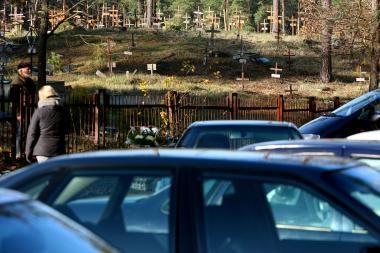 Per Vėlines - pigesnės gėlės, automobilių spūstys ir daugiau policijos