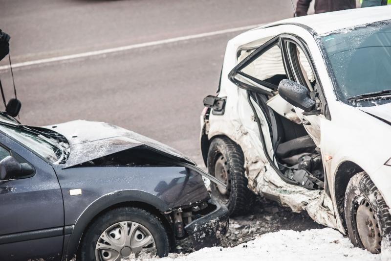 Per savaitę keliuose žuvo penki žmonės, avarijų aukos ˜– pėstieji