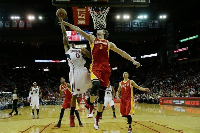 """D. Motiejūnas per 2 min. pelnė 3 taškus, """"Rockets"""" sutaršė """"Hawks"""""""