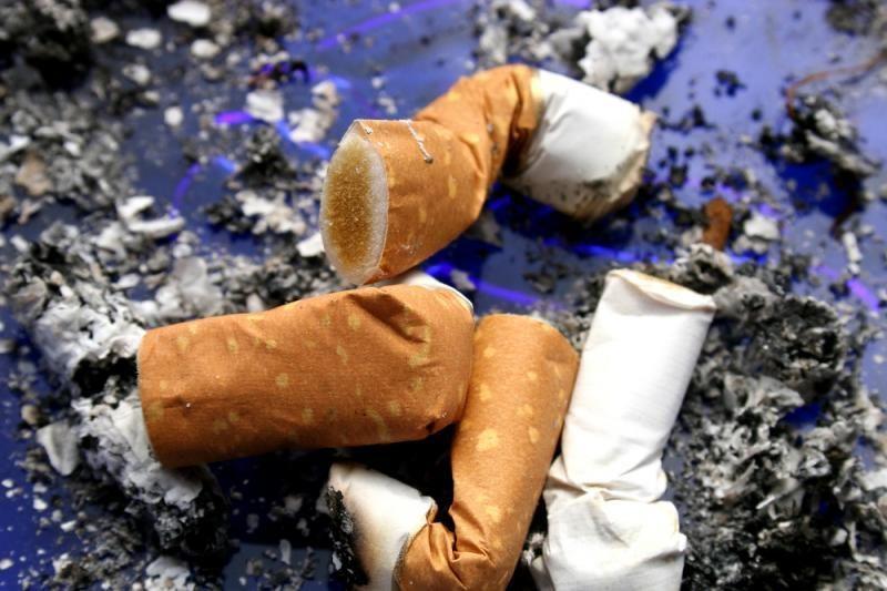 Cigaretės nuorūka vos nesupleškino sunkvežimio