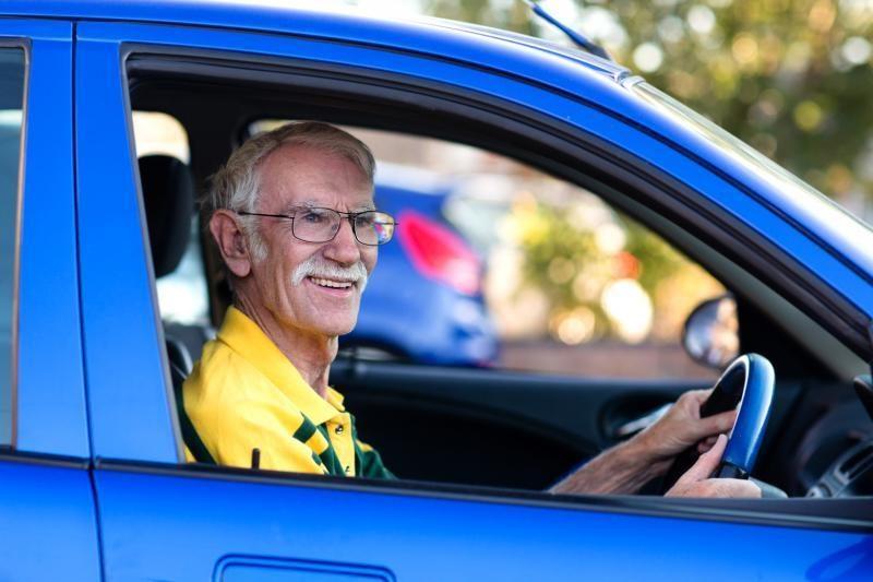 Ar draudimas dėl automobilių su vairu dešinėje atitinka Konstituciją?