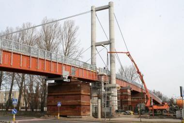 Pėsčiųjų tilto statybos artėja prie pabaigos