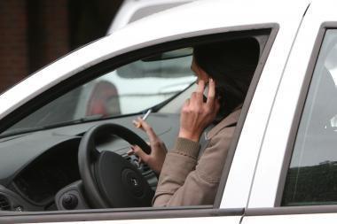Prieš automobilių mokestį sukilo vairuotojai