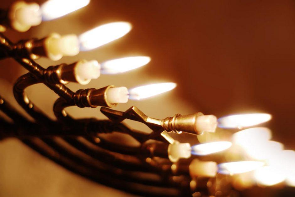 Valandai užges šviesos, klientus aptarnaus prie žvakių