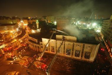 Kaire degė Egipto nacionalinis teatras