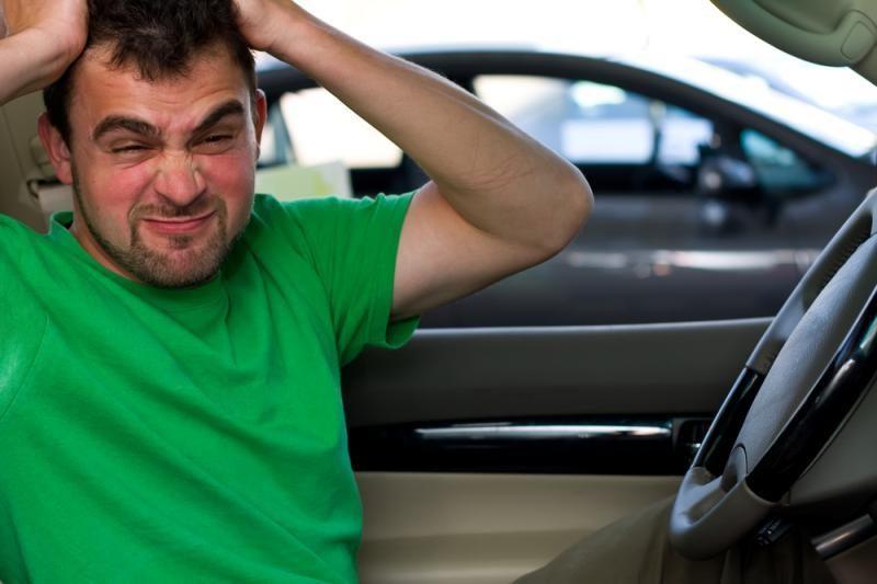 Vairavimo instruktorius mokiniui liepė važiuoti prieš eismą