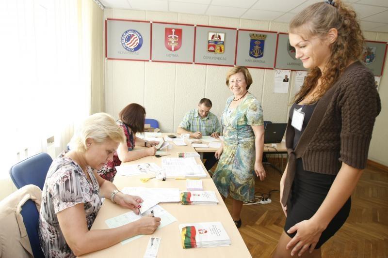 Seimo nario rinkimai: rinkėjai balsavo vangiai (papildyta 21.20 val.)