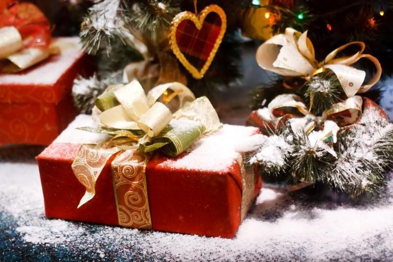 Tyrimas: vyrai per Kalėdas išlaidauja daugiau nei moterys