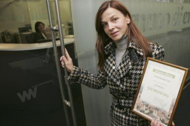 50 tūkstančių litų laimėtoja atsiėmė prizą