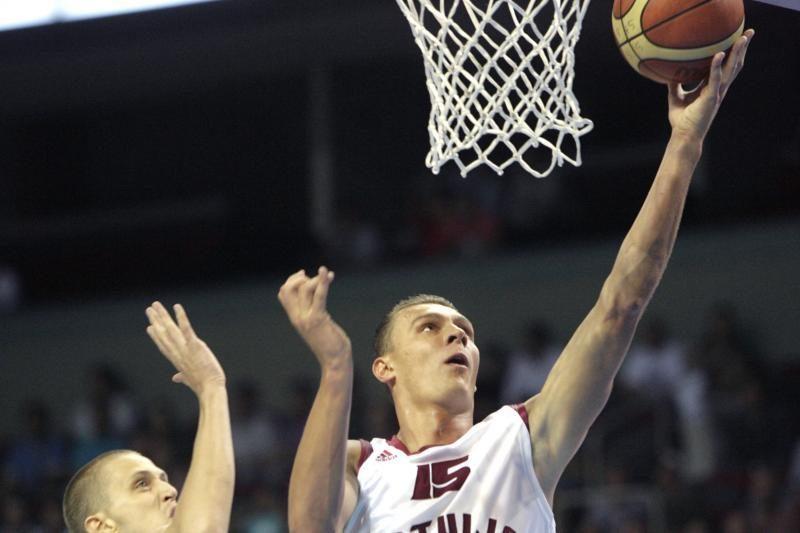 Dėl mokesčių vengimo pradėtas latvių krepšininko persekiojimas