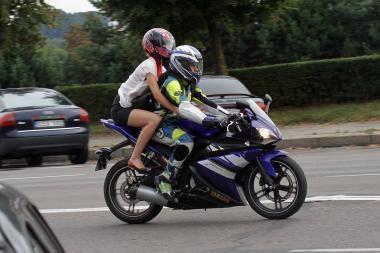 Policija sostinėje atidžiau stebės mopedų ir motociklų vairuotojus