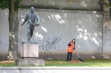 Sunaikintas klasikinio ir gatvės meno darinys (foto, video)