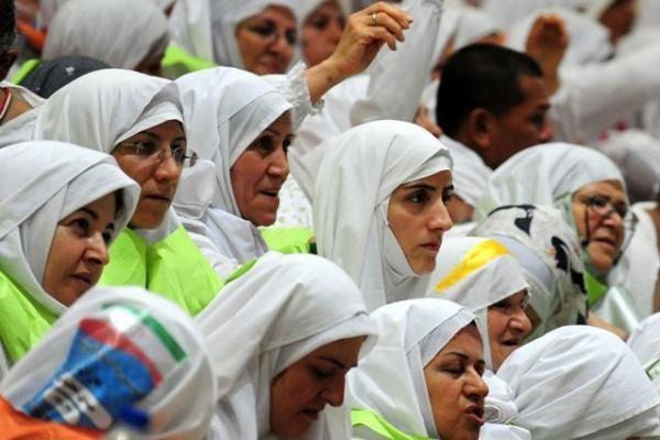 Hadžą atliekantys musulmonų maldininkai plūsta į Meką