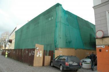 Apleistų pastatų griauti nesiryžta