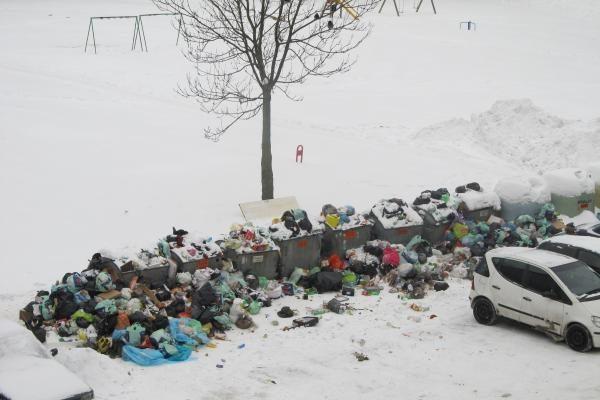 Jei konteinerių vietos nevalytos – vežti šiukšles neprivaloma