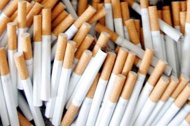 Automobilio kabinoje – beveik 1000 cigarečių pakelių