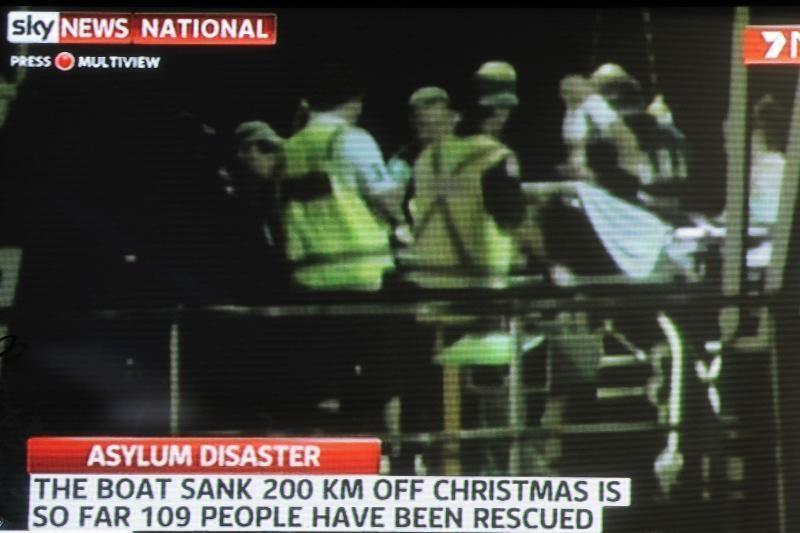 Prie Kalėdų salos apsivertus laivui, dingo 80 žmonių
