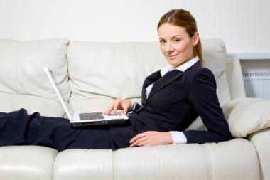Darbo rinkoje - atsargaus optimizmo ženklai, rodo apklausa