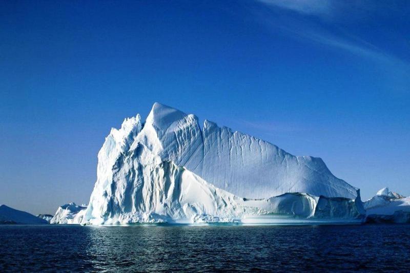 Neįtikėtina, bet faktas: šalia tirpstančių ledynų senka jūros