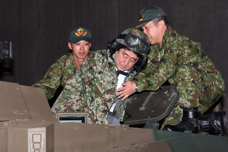 Japonijos premjeras liko nesužeistas susidūrus penkiems automobiliams