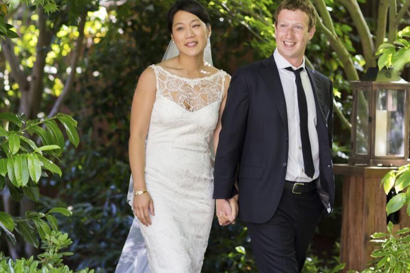 """""""Facebook"""" vadovas Markas Zuckerbergas susituokė"""