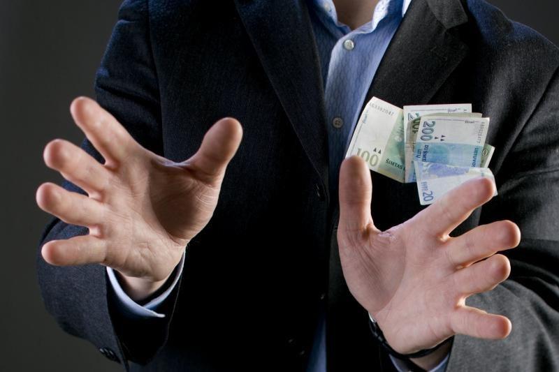 Telefoninių sukčių bendrininkai turės atlyginti tūkstantinę žalą