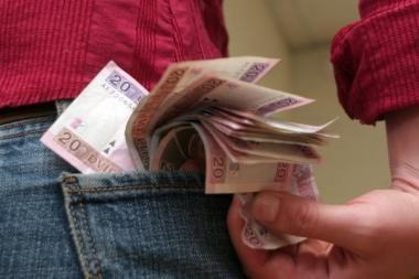 Gyventojai pasitiki bankais, į kuriuos gauna pajamas