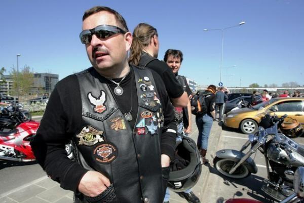 Motociklu keliaujantis V.Navickas atsikvėps palaikydamas šalies krepšinio rinktinę