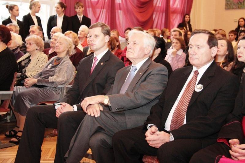 Į J.Jablonskio gimnazijos jubiliejų atskubėjo ir V.Adamkus