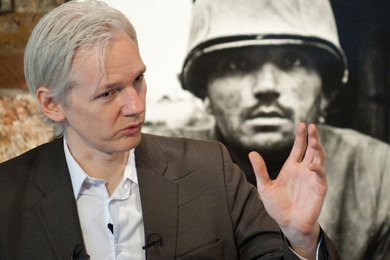 Policija J.Assange'ui įteikė pranešimą apie ekstradiciją